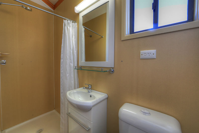 Motel En Suite Bathrooms: Ensuite Midsize Cabin Accommodation